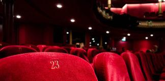 Jak przekonać się do chodzenia do teatru?