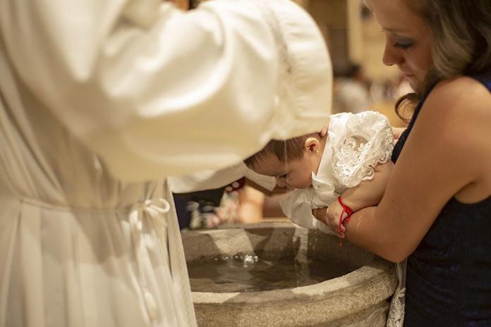 Wyjątkowy prezent na chrzciny – moneta kolekcjonerska
